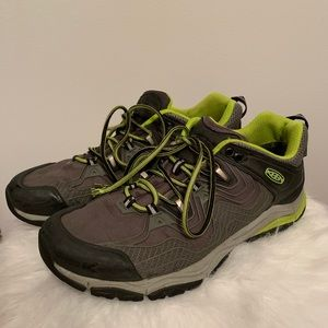 Keens Waterproof Shoes Men's Size 10